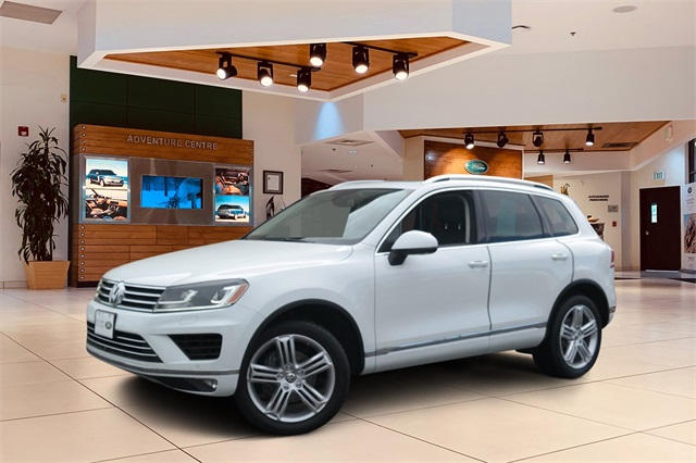 Pre-Owned 2015 Volkswagen Touareg